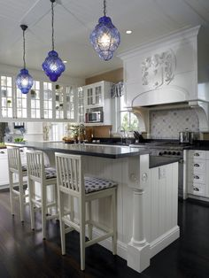Love the Pendant Lamps - Kitchen Peninsula Design, Pictures, Remodel, Decor and Ideas - page 54