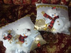 "Cojines Navideños ""Personalizados"" Traditional Christmas Tree, Christmas Cushions, Bottle Painting, Beaded Ornaments, Christmas Decorations, Holiday Decor, Needle Felting, Christmas Stockings, Xmas"