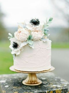 46 Simple Wedding Cake Ideas for Your Wedding Cakes Fake Wedding Cakes, Floral Wedding Cakes, Elegant Wedding Cakes, Wedding Cake Designs, Rustic Wedding, Cake Wedding, Floral Cake, Elegant Cakes, Wedding Cakes One Tier