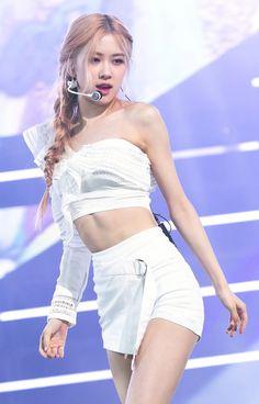 Your source of news on YG's current biggest girl group, BLACKPINK! K Pop, Kim Jennie, Stage Outfits, Kpop Outfits, South Korean Girls, Korean Girl Groups, Rose Bonbon, Black Pink, Blackpink Photos