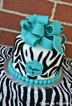 Zebra Fondant Cake Sweet Friday This Turquoise Zebra Cake was a nice change of the normal pink and zebra cake that you can view. Diva Birthday Cakes, Cupcake Birthday Cake, Birthday Cake Girls, Cupcake Cakes, Cupcake Ideas, Birthday Ideas, Pink Zebra Cakes, Zebra Print Cakes, Giraffe Print