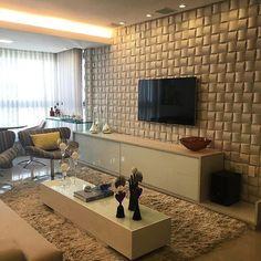 Home theater com móveis Dell Anno agregando sofisticação ao ambiente, em projeto assinado pelo ...