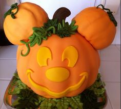Halloween Micky Mouse pumpkin cake