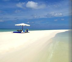Amanpulo on Pamalican is part of the Quiniluban Group of Cuyo Islands, situated in the north of the Philippine province of Palawan. Located 288 kilometres south of Manila, Pamalican is five kilometres long and only 500 metres across at its widest point.