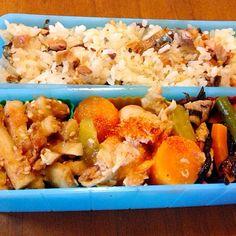 ひじき煮 ごぼうの梅和え さんま干物混ぜご飯  やっぱり赤と緑があると彩りよく見えるな〜^_^; - 11件のもぐもぐ - ポトフ弁当 by kunikichi