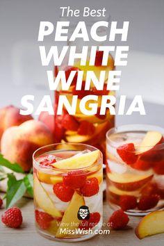 Peach Sangria Recipes, Best Sangria Recipe, Cocktail Recipes, Peach Wine, White Wine Sangria, White Peach Sangria, White Sangria Punch, Summer Sangria, Summer Drinks