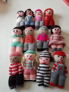 Knitting Loom Dolls, Yarn Dolls, Diy Crochet And Knitting, Knitting Stitches, Knitted Doll Patterns, Knitted Dolls, Knitting Patterns, Sewing Toys, Baby Sewing