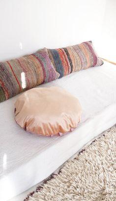 Long Moroccan Kilim Cushion BOUCHEROUITE Fringes por lacasadecoto