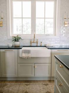 Home Decor Kitchen, New Kitchen, Home Kitchens, Kitchen Dining, European Kitchens, Warm Kitchen, Kitchen Decorations, Country Kitchens, Farmhouse Kitchens