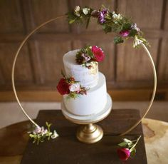 Excited to share this item from my shop: Cake Hoop Stand (base optional) Large Metal Wedding hoops. Floral Hoop ideal for florists, Cake makers and venue dressers. Wedding Cake Stands, Wedding Cakes, Wedding Cake Base, Wedding Cake Display, Deco Buffet, Cake Pop Displays, Cake Sizes, Floral Hoops, Cake Makers