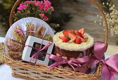Eid Hampers, Doctor Cake, Love Box, Chocolate Bouquet, Moon Cake, Practical Gifts, Parent Gifts, Personalized Gifts, Brunch