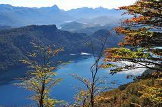 Lago Correntoso desde el mirador del Cerro Belvedere, Villa la Angostura en la ruta de los Siete Lagos, Ruta 40.