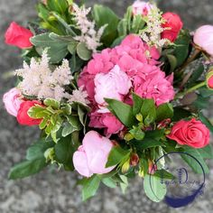 Roses, hydrangea and peonies in pink shades. Lovely summer bouquet Flower Wall Design, Floral Design, Helium Balloons, Balloon Arch, Flower Bouquets, Flower Vases, Pretty Flowers, Silk Flowers, Anniversary Flowers