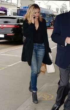 Elizabeth Olsen wearing Atea Oceanie blazer