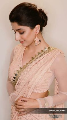 Sari Blouse Designs, Saree Blouse Patterns, Fancy Blouse Designs, Beautiful Saree, Beautiful Indian Actress, Saree Photoshoot, Indian Photoshoot, Stylish Blouse Design, Saree Trends