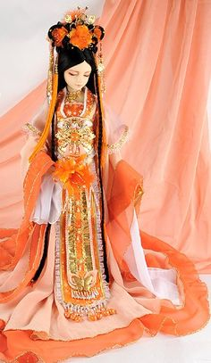 This dolls costume is wonderous and breathtaking . Ancient Chinese Imperial Princess Costumes, Hair Accessories and Long Wig Complete Set Ooak Dolls, Barbie Dolls, Art Dolls, Traditional Fashion, Traditional Outfits, Bjd, Chinese Dolls, Asian Doll, Princess Costumes