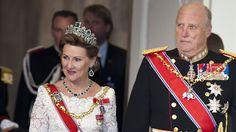Kongeparet i Danmark 2012. Feiring av dronning Margrethes 40 år som monark. Dronning Sonja bruker smaragdsmykkene fra Dronning Josephine's smykkesett.