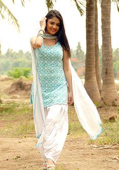 The magic of Patiala Salwar Suit / Punjabi suit salvar - Panjabi Club Salwar Designs, Patiala Suit Designs, Simple Kurti Designs, Kurta Designs Women, Kurti Designs Party Wear, Designer Salwar Kameez, Salwar Kameez Simple, Salwar Suits Simple, Punjabi Suit Simple