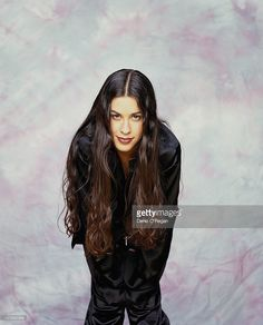Canadian singer, songwriter and guitarist Alanis Morissette backstage. Alanis Morissette, Punk Princess, Famous Singers, Rock Legends, Badass Women, Female Singers, Music Is Life, Rock Music, Beautiful People