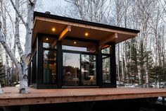Located in Quebec, Canada, Hintercabin is a Scandinavian-inspired lakefront cabin featuring a modular design and floor-to-ceiling glass panels. Glass Cabin, Glass House, Modular Cabins, Stations De Ski, Getaway Cabins, Boutique Homes, Minimal Decor, Luxury Camping, Cabin Design