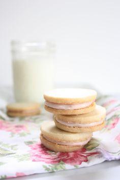 Aren't these shortbread sandwich cookies adorable? More