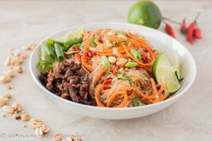 Thai Glasnudel Salat mit Ingwer Limetten Dressing – Yum Woon Sen