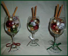 Christmas Wine Glass Decor Set | Wine glass project | Pinterest