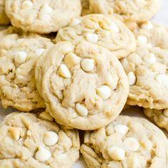The Easiest Baked Brisket Recipe - Stuck On Sweet Macadamia Nut Cookies, Chocolate Macadamia Nuts, White Chocolate Chips, Chocolate Tarts, Chocolate Fudge, Chocolate Cookies, Tolle Desserts, Cookie Sticks, Almond Cakes