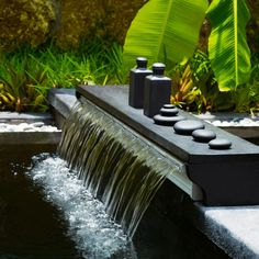 A simple backyard waterfall will bring a beauty. A simple backyard waterfall will not only look elegant but also offer a cooling effect during summer days. Garden Water Fountains, Pool Fountain, Garden Ponds, Outdoor Spa, Outdoor Gardens, Landscaping With Rocks, Backyard Landscaping, Backyard Water Feature, Water Walls