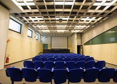 The twin Vivaldi and Salieri meeting rooms are equipped with 150 seats. It is possible to add further seating for a capacity of 200