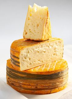 Livarot French Cheese // region : Normandy // milk : cow // (queso frances, fromage aop)