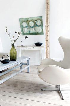 "Want that Arne Jacobsen ""The Egg"" danish design chair in my living room :)"