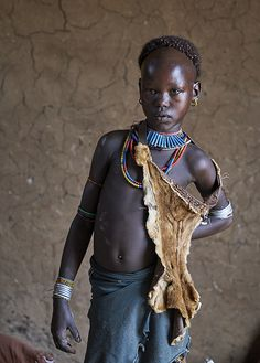Come with me to Africa African Girl, African Beauty, African Women, African Culture, African History, Africa Painting, Ancient Egyptian Jewelry, Unique Faces, Tribal People
