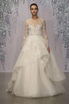 白と銀で刺繍されたリーフモチーフが印象的な一着♪ モニークルイリエの花嫁衣装・ウエディングドレスまとめ。