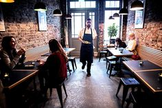 Restaurantanmeldelse av Hoggorm: På hugget - Godt.no Flatbread Pizza, Conference Room, Restaurant, Diner Restaurant, Restaurants, Dining