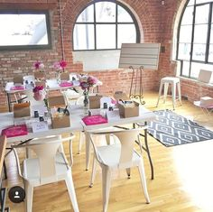 Workshop at the community center that has a beautifully laid out setup! Makeup Studio Decor, Creative Workshop, Workshop Ideas, Makeup Masterclass, Natural Makeup For Teens, Makeup Workshop, Makeup Class, Makeup Rooms, Beauty Studio