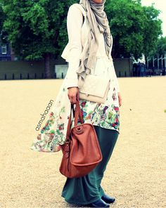 Street Hijab Fashion: Photo