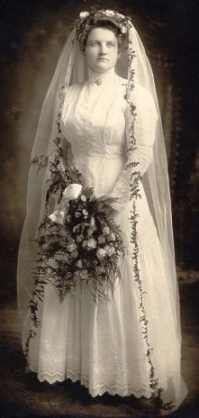 1910's Wedding Dress & draping bouquet