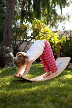 Kurvige Board/Balance Board: Natürliches Finish mit einem roten Sunburst