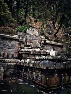 Prasasti peninggalan.Kerajaan Majapahit Telogo Jolotundo Trowulan, Mojokerto Jawa Timur..