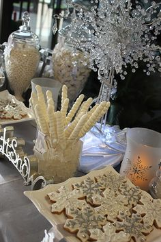 Winter Wonderland table decor, Christmas day decorations, food for Christmas day, holiday party set up