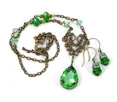 Peridot Green Pendant Necklace Vintage by lovelandshadetree