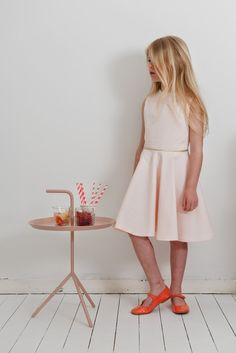 Stof voor Durf het Zelvers Cute Dresses, Summer Dresses, Baby Kids, Kids Outfits, White Dress, Princess, Tot School, Children Clothes, Diy