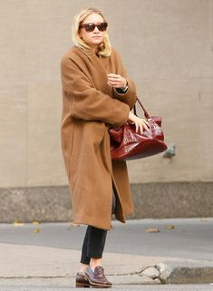ASHLEY | OUT IN NYC | OVERSIZED CAMEL COAT + LOAFERS