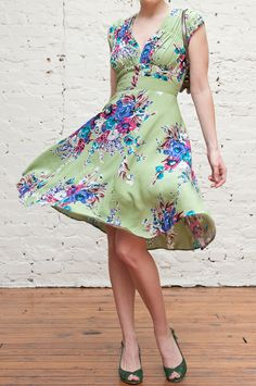 1940s Dress in Olivine Floral #trashydiva1940sdress #trashydivaolivinefloral