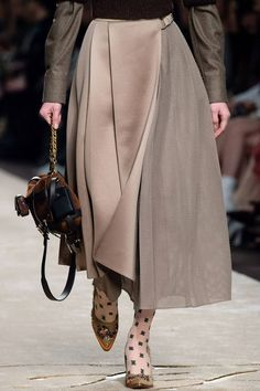 Fendi Fall 2019 Ready-to-Wear Fashion Show - Vogue Fendi, Skirt Fashion, Fashion Outfits, Womens Fashion, Fashion Trends, Fashion 2020, Fashion Show, Fashion Stores, Elisa Cavaletti