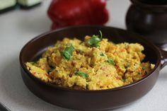 Ja zrobić Jajecznicę Hinduską - Propozycja Przepisu na pożywne i oryginalne śniadanie na Video. Jajecznica z dodatkami chili, szczypiorku, kolendry, imbiru i kurkumy jest bardzo aromatyczna. Smakowało? Zostaw nam swój komentarz:)
