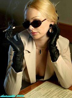 Women Smoking Cigars, Women Smoking Cigarettes, Smoking Ladies, Girl Smoking, Smoking Pics, Gloves Fashion, Women's Fashion, Black Leather Gloves, Long Gloves