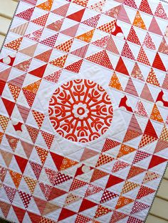 Charming Triangles quilt by Red Pepper Quilts hst Quilting Projects, Quilting Designs, Sewing Projects, Quilting Ideas, Sewing Tips, Two Color Quilts, Bright Quilts, Signature Quilts, Red And White Quilts