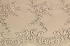 Yeni sezon gelinlik dantel kumaşlar ve gelinlik dantel kumaş modelleri en uygun gelinlik danteli fiyatları ile Kaptan kumaş mağazaları raf ve reyonlarında beğeninize sunulmaktadır. Toptan perakende gelinlik dantel çeşitleri 4447578